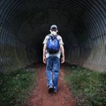 estudiante accediendo a un túnel
